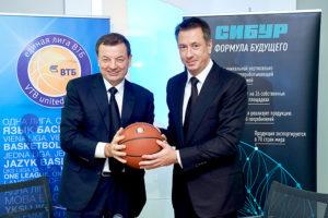 FIBA сертифицировала баскетбольный мяч СИБУР из переработанных бутылок